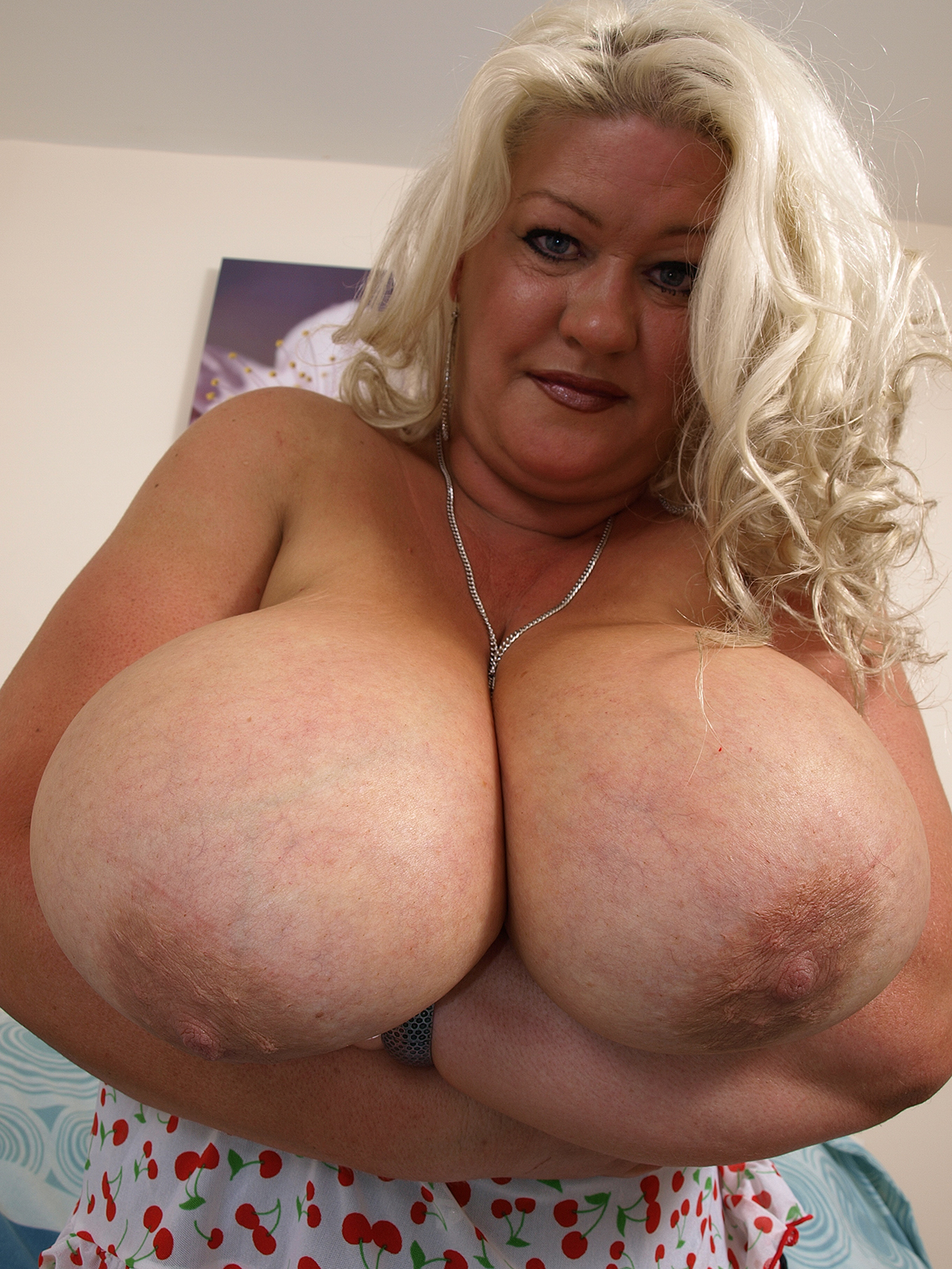 nude british boobs