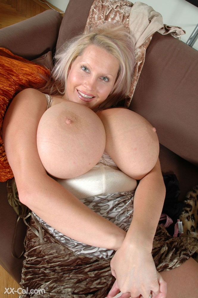 Hot nude milfs at home